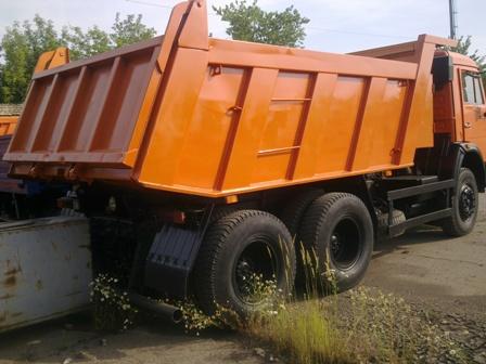 Грузовые автомобили - самосвалы КамАЗ-65115 предназначены для перевозки сыпучих строительных материалов.